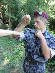 Защита с помощью ножа