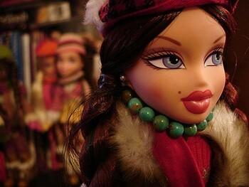 Bratz - первые куклы, которые смогли конкурировать с популярностью Barbie.  Фирма-создатель - Mattel